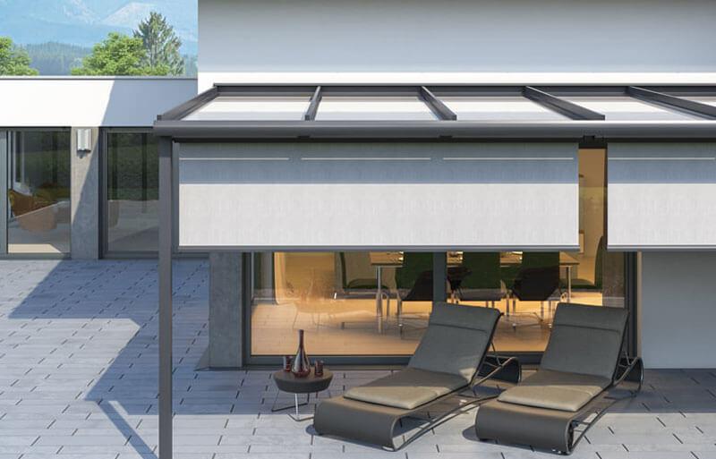 Unterdach-Markise mit senkrechtem Sonnenschutz