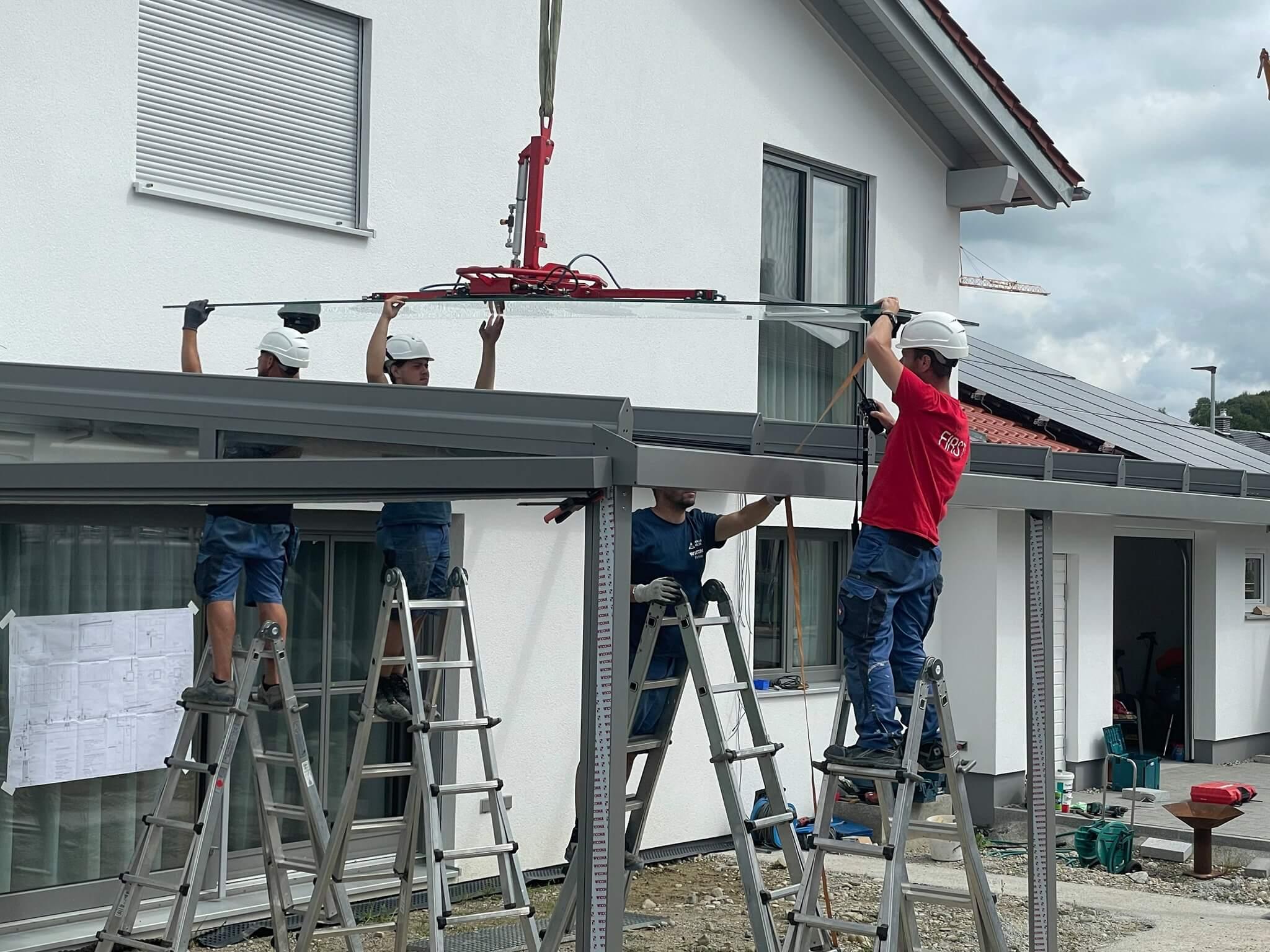 Montage einer Terrassenüberdachung